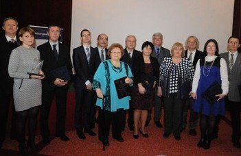 NJSZT Tarján-emlékérem Dr. Illés Zoltán és Heizlerné Bakonyi Viktória oktatónknak